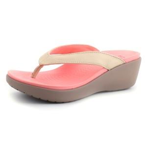 מוצרי Crocs לנשים Crocs Capri Leather Wedge Flip - בז'