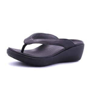 מוצרי Crocs לנשים Crocs Capri Leather Wedge Flip - שחור