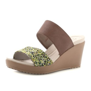 נעלי Crocs לנשים Crocs Leigh II 2-strap Graphic Wedge - חום